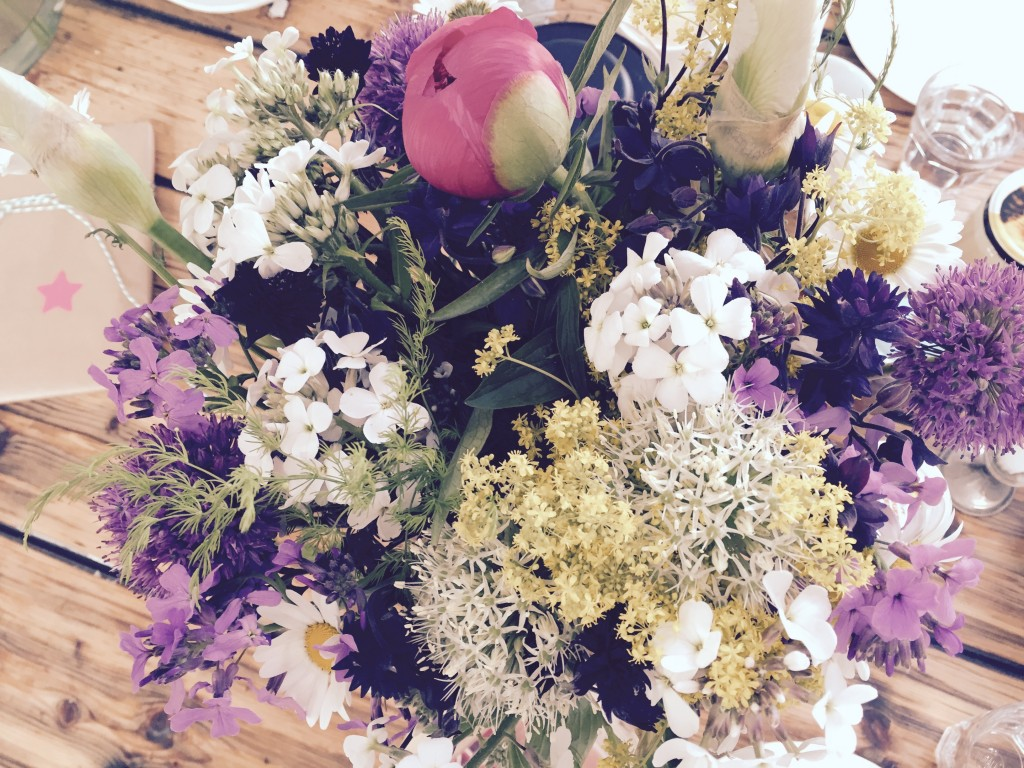 bunch of flowers anjiko