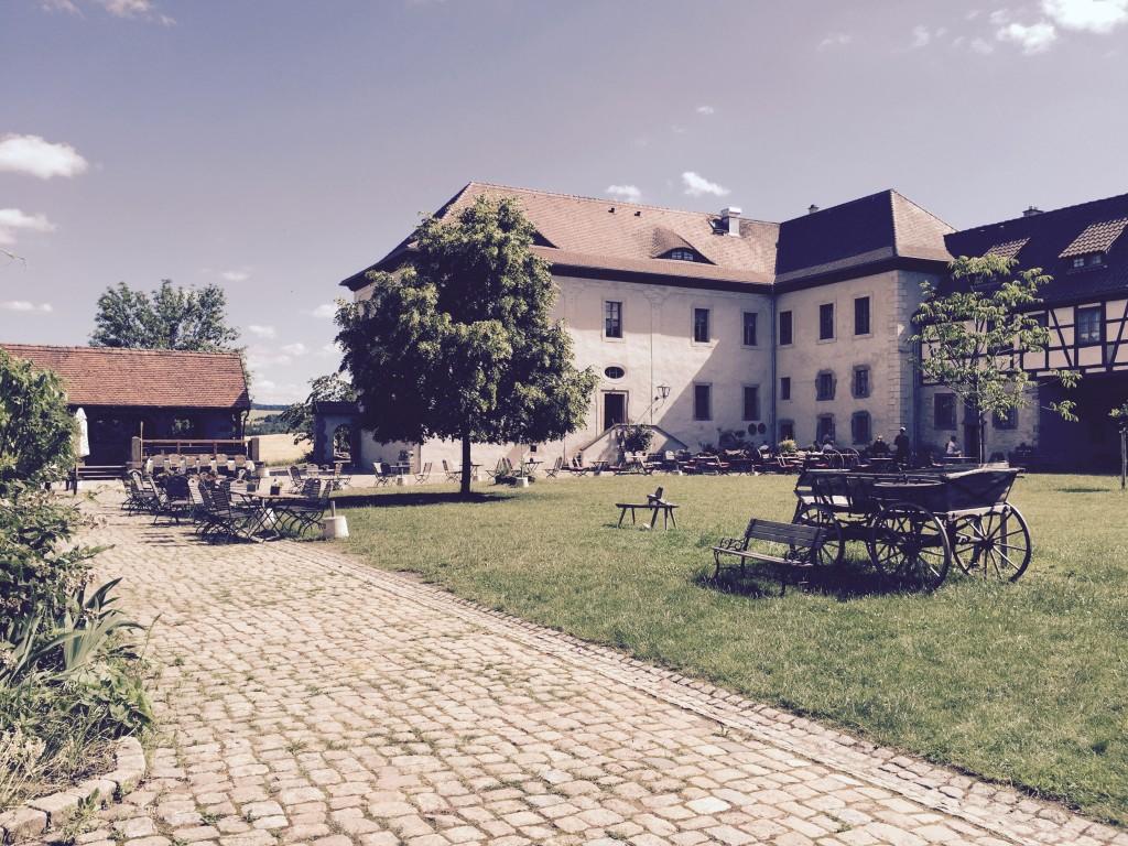 Positz Innenhof anjiko