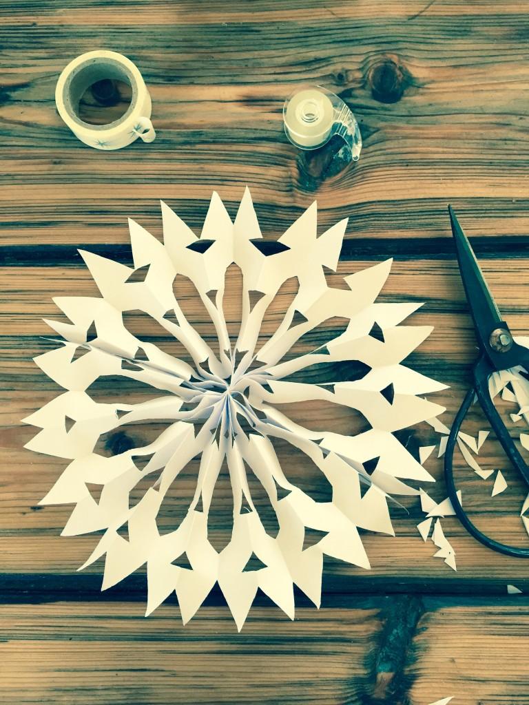 Winterdekoration Weihnachtsstern Papierstern DIY minimalistic selber machen blog.anjiko.com Blog Anjiko Anja Krause