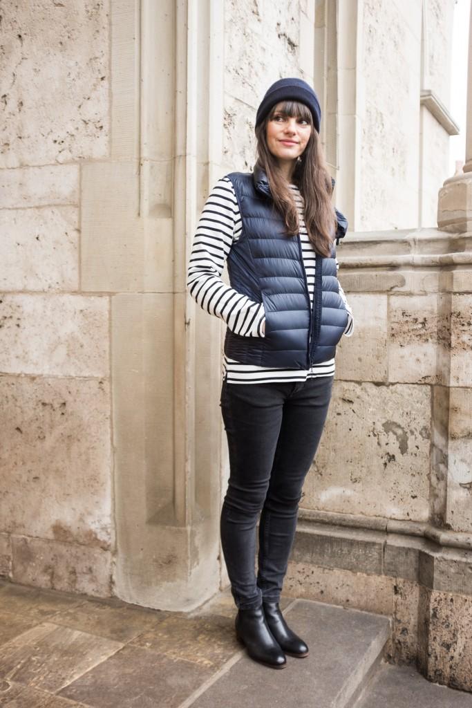 Jeans: Zara ähnlich hier; Streifenshirt: Muji ähnlich hier; Chelsea Boots: H by Hudson ähnlich hier; Kaschmirmütze: Cos ähnlich hier