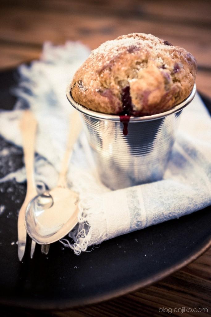 Rezept: Saftige Jogurt Beeren Törtchen. Einfach und schnelles Frühlingsrezept im Blog Anjiko.com Anjikoblog Backen schnell einfach Anja Krause DIY Frühling Saftig Muffin Tipp Yummy