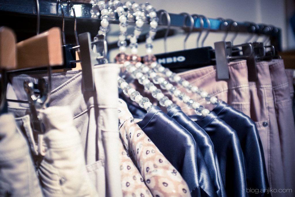Outfittipp: das Revival der Bomberjacke (Blouson) und die tollen Tragevarianten. Mehr im Blog Anjiko blog.anjiko.com Anja Krause , Fashion, Mode, Modetipp, Trend, Bomberjacke, Blouson, Kombination, rosa, rose, pantone, pantonefarbe 2016, muster, Frühling, Modeblogger, Fashionblogger, Fashiontipp, Musthave, ootd, Bomberjacke, Fliegerjacke, Trend, Jacke, Rose, Rosa, Pantone, Blazer, Kombination, Tipps, Modetipp, Modeblog, Style, Styleblog, Army, Klassiker, Kilian Kerner Zara