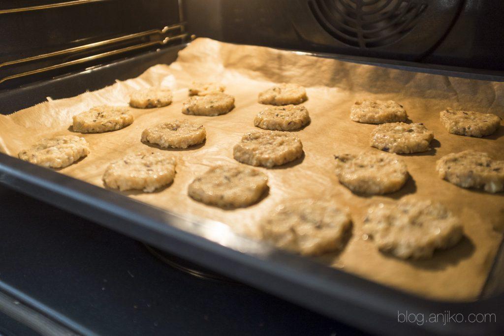 Sommer Rezept: Lavendel-Hafer-Kekse. Duftend wie der Sommer. Das Rezept gibts im Blog blog.anjiko.com Anjiko Anjikoblg, Anja Krause, Kekse, Lavendel, Hafer, gesund, vollwertig, vegetarisch, Sommer, Backen, Tipp, Rezept, Backtipp, Sommerrezept, Frankreich, Provence, lila, Urlaub, DIY, einfach, schnell, lecker, Blog, Blogger, Food, Schokolade, Bio, Partyrezept, Weihnachten, Weihnachtsplätzchen, Liebe