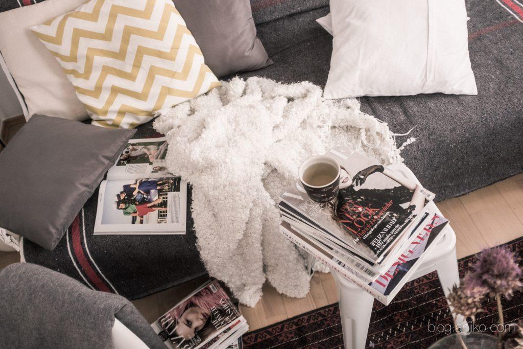 7 Dinge, die man unbedingt im Winter tun sollte für euch im Blog. Anjiko. Anja Krause, Blog, Winter, Tipps, Tricks, Uggs, Ugg Boots, Tee, Entspannen, Lesen, Zeitschriften, Schnee, Must do, Kalt, Kamin, Entspannung, Langeweile, Vorschläge, Vorschlag, Idee, Zeichnen, Kunst, Stifte, kreativ, Lyngby, Hyazinthe, Eukalyptus, Herz, Liebe, Love, Fußspuren, Schaf, Heidschnucken.