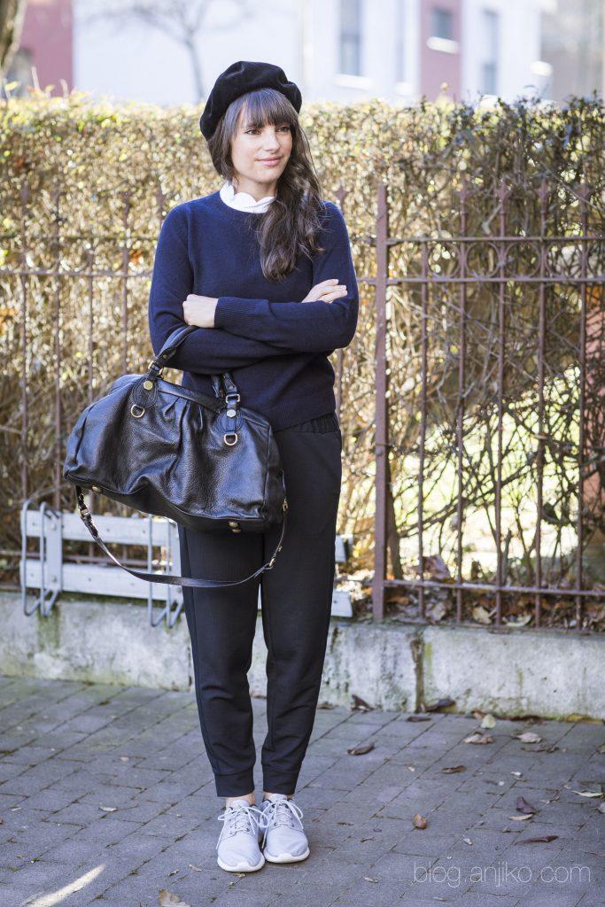 4 Stylingtipps für den Winter Trend Baskenmütze im Blog. blog.anjiko.com Anjikoblog, Anjiko, Anja Krause, Baskenmütze, Beret, Frankreich, Französisch, Mode, Trend, Outfit, Mütze, Hut, Style, fashion, Modetipp, Instyle, French Style, Französinnen, Blog, Blogbeitrag, Modeblog, Modeblogger, Fashionblogger, Trendsetter, Weihnachten, Winter, Weihnachtsgeschenk, Glamour, Must Have, Guido Werner, Bad Hair Day, Hilfe, Tipp, Napoleon, Gucci, Kombinationsmöglichkeiten, Kombi, Filz, Wolle, Natur, Farben, bunt, bordeaux, navy, dunkelblau, grau, Marc Jacobs, Kaschmir, Cos, Hudson